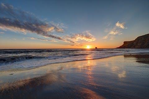 Whitby Beach bei Sonnenaufgang